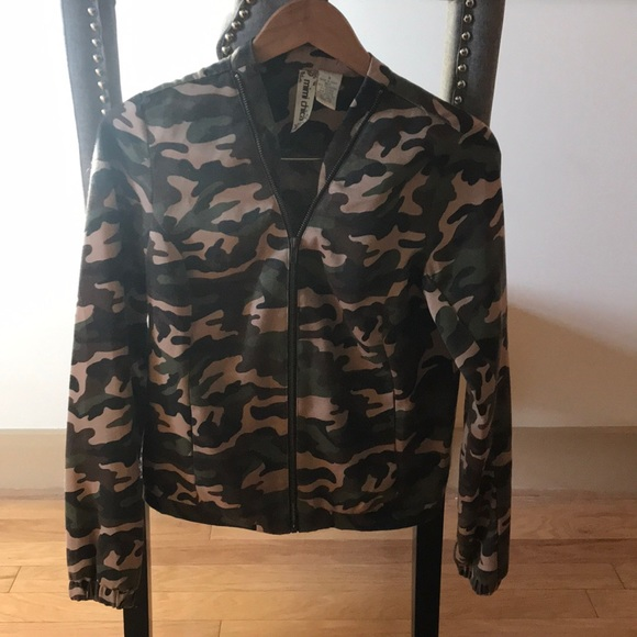 Jackets & Blazers - Camo zip up jacket